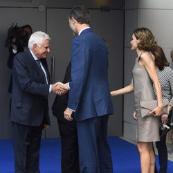 Paolo Vasile recibiendo a los Reyes Felipe VI y Letizia