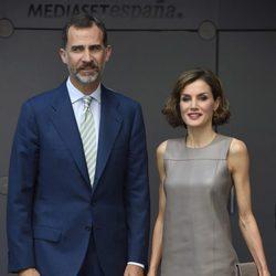 Los Reyes Felipe y Letizia en su visita a Mediaset España
