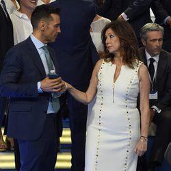 Ana Rosa Quintana y Jesús Vázquez hablando en el aniversario de Mediaset