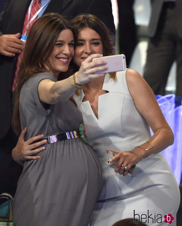 Raquel Sánchez Silva y Sandra Barneda haciendo un selfie