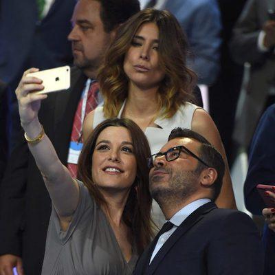 Raquel Sánchez Silva junto a Jorge Javier Vázquez haciéndose un selfie