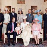 La Familia Real Británica y los Middleton en el bautizo de la Princesa Carlota de Cambridge