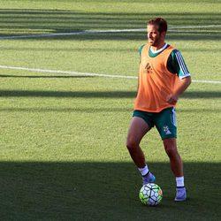 Rafael Van der Vaart entrenando con el Betis tras su ruptura con Sabia Boulahrouz