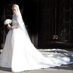 Nicky Hilton radiante con el vestido de novia camino al altar