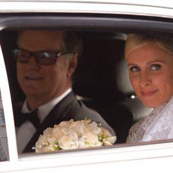 Nicky Hilton y su padre en la limosina que les trasladó a la ceremonia
