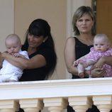 El Príncipe Jacques y la Princesa Grabiella en uno de los balcones del palacio