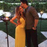 Joe Manganiello besando cariñosamente a Sofía Vergara en la fiesta de su 43 cumpleaños