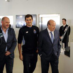 Iker Casillas paseando por el Estadio Dragão de Oporto