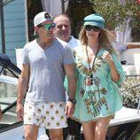 Antonio Banderas y Nicole Kimpel en el puerto de Ischia antes de un viaje en yate