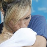 Luján Argüelles le da un beso a su hija Miranda