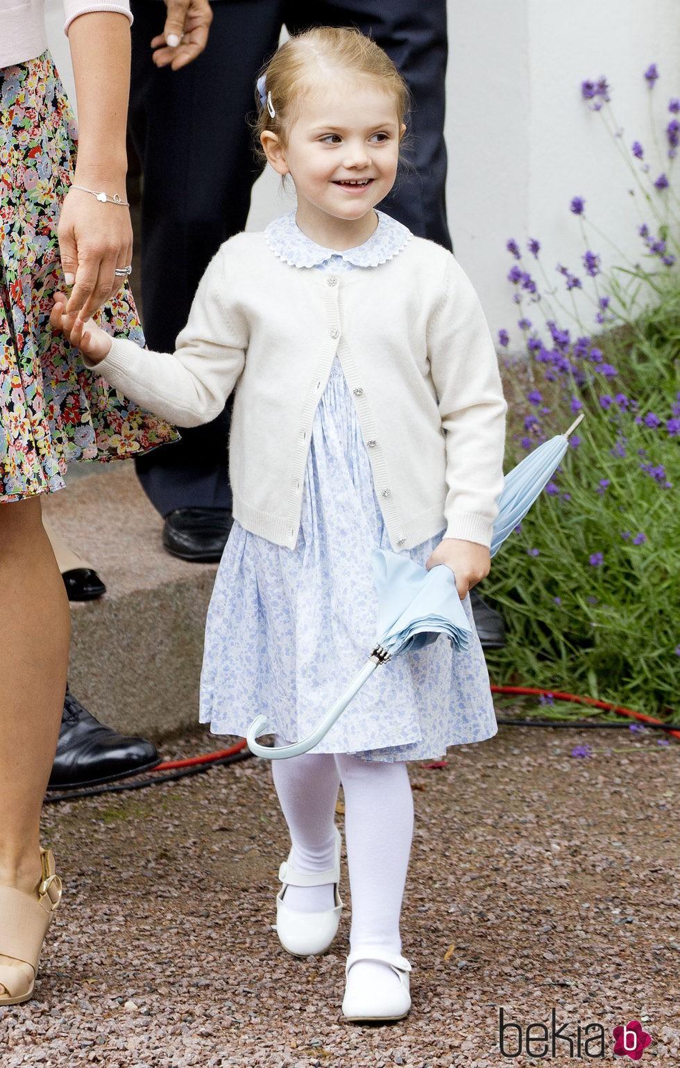 Estela de suecia en el 38 cumplea os de victoria de suecia la familia real de suecia en
