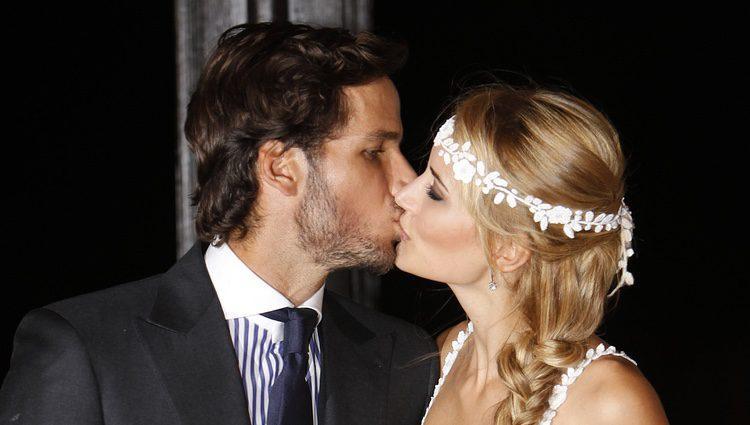Alba Carrillo y Feliciano López se besan en su boda