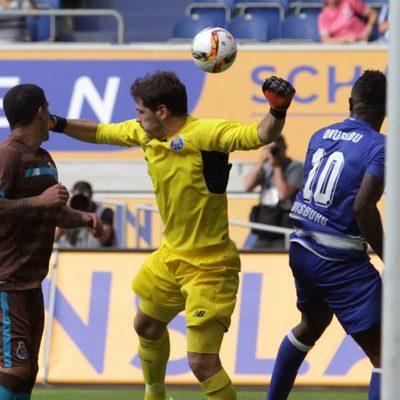 Iker Casillas en su debut con el Oporto
