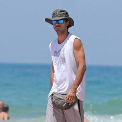 Hugo Silva en una playa de Cádiz