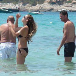 Fernando Hierro con su hija Claudia en Ibiza