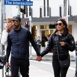 Eva Longoria con su chico Jose Antonio Baston paseando
