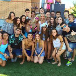 Andrea Janeiro en su 16 cumpleaños con Belén Esteban, Ylenia y sus amigos
