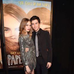 Cara Delevingne y Nat Wolff en la premiere de 'Ciudades de Papel' en Nueva York