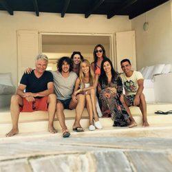 Carles Puyol y Vanesa Lorenzo con Xavi Hernández y Nuria Cunillera en Ibiza