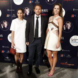 Alejandra Martos con Manuel Martos y Amelia Bono en el concierto de Raphael en Madrid