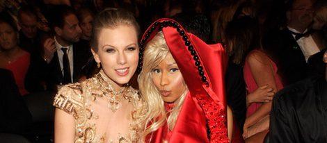 Taylor Swift y Nicki Minaj en los premios Grammy 2012