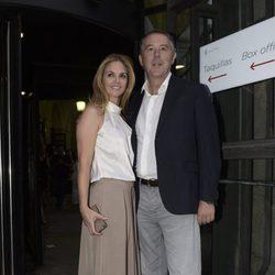 Genoveva Casanova y José María Michavila en el concierto de Juanes en Madrid