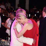 Los Príncipes Alberto y Charlene de Mónaco muy cariñosos en el Baile de la Rosa 2015