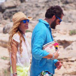 Borja Thyssen y Blanca Cuesta en las playas de Formentera