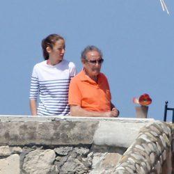 Telma Ortiz con su abuelo Francisco Rocasolano durante unas vacaciones en Italia