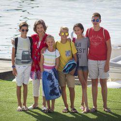 La Reina Sofía con sus nietos Pablo, Juan, Miguel e Irene Urdangarín y Victoria Federica en Mallorca