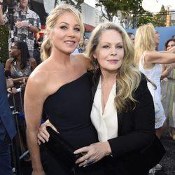 Christina Applegate y Beverly D'Angelo en el estreno de 'Vacation' en Los Angeles