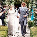 Pierre Casiraghi y Beatrice Borromeo cogidos de la mano en su boda