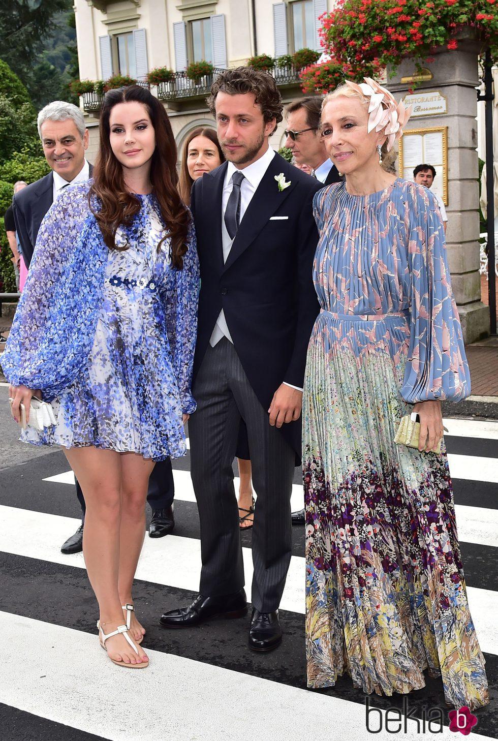 Lana del Rey y su novio Francesco Carrozzini en la boda de Pierre Casiraghi