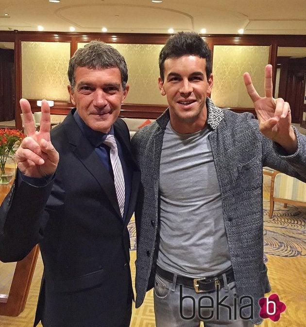 ¿Cuánto mide Antonio Banderas? - Real height 77576_antonio-banderas-mario-casas-chile