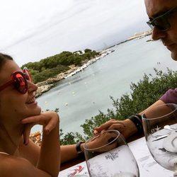 Risto Mejide y Laura Escanes en Menorca
