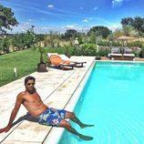 Fernando Verdasco luce torso desnudo en bañador en su piscina