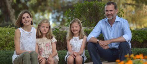 Los Reyes Felipe y Letizia, la Princesa Leonor y la Infanta Sofía en Marivent