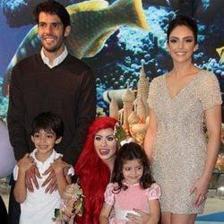 Kaká y Caroline Celico junto a sus hijos
