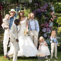 Jacqui y Guy Ritchie en su boda junto a sus cinco hijos