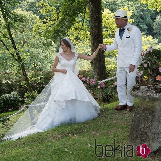 Guy y Jacqui Ritchie tras haberse convertido en marido y mujer