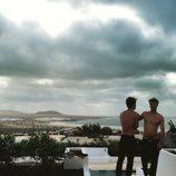 Jon Kortajarena y Clement Chabernaud con el torso desnudo en Lanzarote