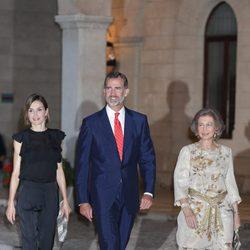 Los Reyes Felipe y Letizia y la Reina Sofía en la recepción a las autoridades y sociedad balear en Mallorca