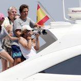La Infanta Elena y Victoria de Marichalar hacen fotos de las regatas de la Copa del Rey de Vela 2015 junto a Froilán