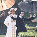 Jude Law y Diane Keaton en el rodaje de 'The Young Pope' en Roma