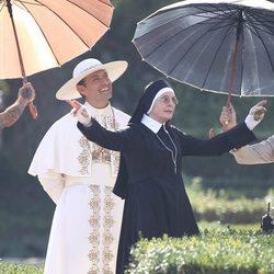 Jude Law y Diane Keaton en el rodaje de 'The Young Pope' en Roma