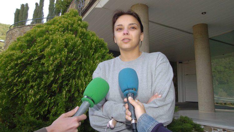 Chenoa llorando en la puerta de su casa tras su ruptura con David Bisbal