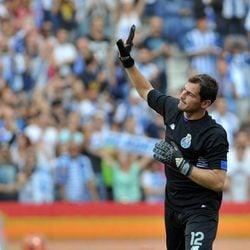 Iker Casillas en el partido Porto-Napolés