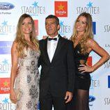 Antonio Banderas con las hermanas Nicole y Bárbara Kimpel en la Gala Starlite 2015