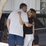 Los Reyes Felipe y Letizia, a punto de besarse en el Náutico de Palma