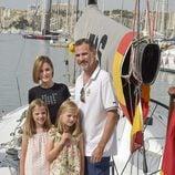 Los Reyes Felipe y Letizia y sus hijas en el Aifos en el Náutico de Palma